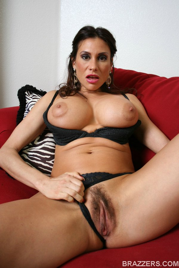 Brunette lady Sheila Marie shows her hairy pussy and big tits
